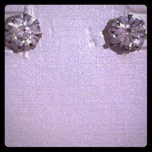 Jewelry - solitaire studs earrings